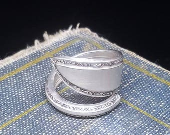 Decorated Edge, Pointed Silver Plated Spoon Ring - 1925 Yourex Silverseal Spoon LADY WASHINGTON pattern - Vintage Spoon Ring - Silver Plated