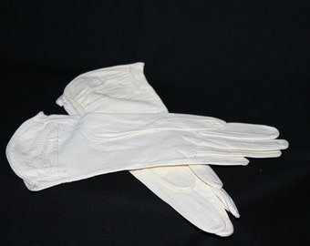 Vintage 50's Perrone Gloves , Ladies White Leather Gloves Gauntlet Style Size 6-1/2 , Fine Driving Gloves Fancy Gathered Cuff Marked Ceylon