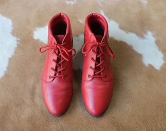 8 1/2 Red Ankle Boots / Leather Lace Up Boots / Women's Vintage Rouge Shoes
