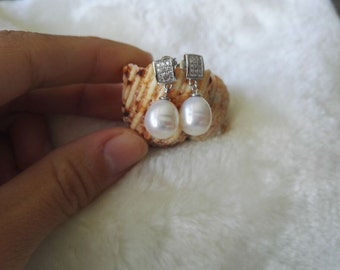 Free shipping -  cultured white freshwater pearl earrings
