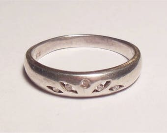 Vintage Sterling Silver Open Petals Style Band Gemstone Ring Size 9.25