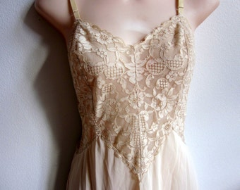 Vintage full slip beige lace nightgown Vanity fair USA sexy lingerie 32 bust