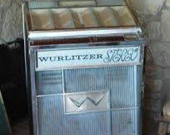 Vintage Wurlitzer 2700 Jukebox, needs restoration or just display, plays 45 rpm records