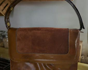 50s MOCHA PATENT LEATHER-Suede Bag with Adjustable Strap and Marbling Detail