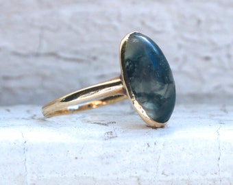 Lovely Vintage 14K Yellow Gold Moss Agate Ring.