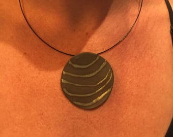 Warm green/black patterned necklace