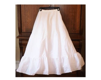 Vintage Petticoat- Women's Size Small- White- Wedding Gown underskirt- Full length with netting