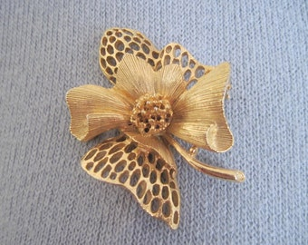 signed Lisner, vintage 1960s Gold Flower Brooch with openwork petals