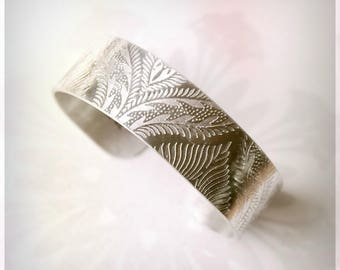 peacock feather cuff, silver bangle, Aluminium cuff, Silver tone bracelet, Embossed Bangle, metal wrist cuff, flock design, gifts for her