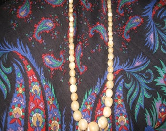 45 beads old mother of pearl Weight 52 grams 1,8-0,5 cm diameter beads