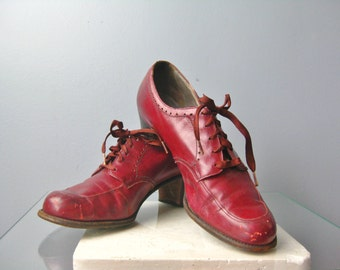 Red Leather Oxfords / Vtg 70s / Lace Up Heels / Red Leather shoes