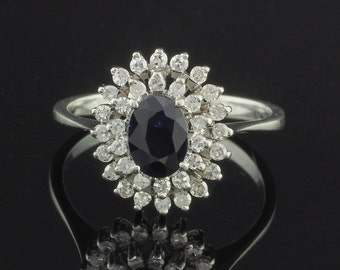 Charming 1.20 Ct natural blue sapphire and diamond vintage ring