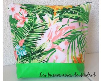 Neceser, neceser grande, neceser cosméticos, neceser viaje. flores tropicales. telas estampada. polipiel verde. Modelo HAWAII. listo envio