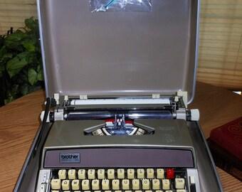 Portable Brother Typewriter, metal body, Manual ....Nice