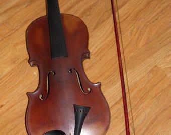 Anyique Violin.  Italian Violin, Paganini  1916's Violin . Old  Musical  Instruments.  Vintage String Instuments.  Vintage Music Room Decor