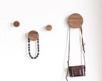 Walnut wall hooks, set of 4, wooden wall knobs, coat hooks, entryway coat hangers, modern wall hooks