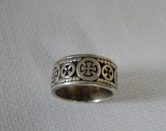 Vintage Sterling Silver Ring with Crosses - Size 11 1/2 US