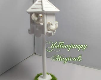 1/12th dollhouse miniature Garden Dove cote/Birdhouse with doves