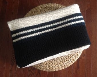 gorgeous large afghan throw blanket navy cream & black