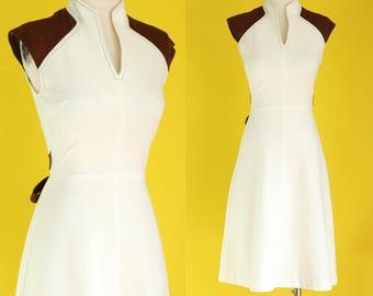 Vintage 70s Sleeveless Dress - White Dress - Fit and Flare Dress - V Neck Dress - High Neck Dress - A Line Summer Dress -  Size Small / XS