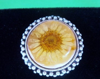 ON SALE Vintage Antiqued Silver Flower And Resin Focal Point Cabachon