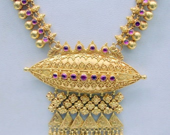 Vintage solid 22 carat Gold Necklace from Rajasthan India