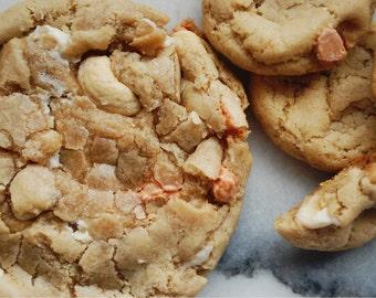 VEGAN Caramel White Chocolate Cashew Cookies // White Chocolate Chip Cookies // Vegan Baked Goods // Vegan Chocolate Chips