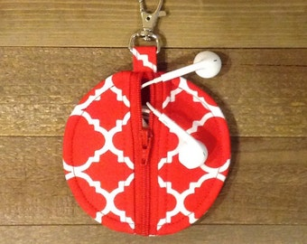 Circle Zip Earbud Pouch / Coin Purse - Red and White Quatrefoil