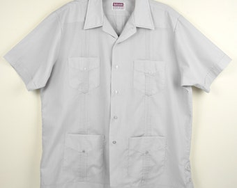 Vintage  Men's Guayabera Shirt, Light Gray, Short Sleeve, Poly Cotton  Size Large