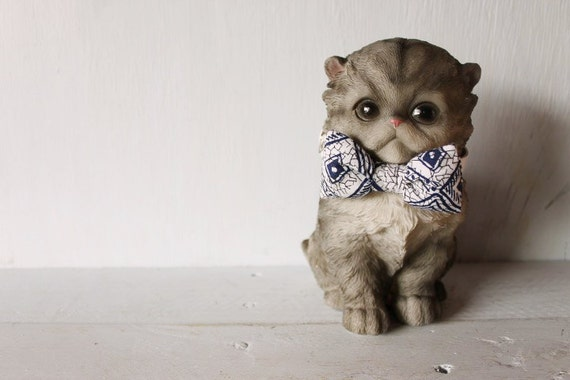 Bow tie cat collar >> Small dog bow tie >> Blue and white bow tie, white leather strap and silver buckle >> Pet gift
