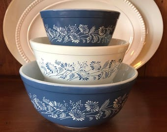 Set of 3 Vintage Pyrex Colonial Mist Mixing/Nesting Bowl Set in Blue Flower Colonial Mist 401, 402, 403