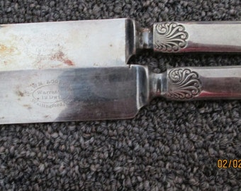 Two Wm. Rogers knives silverplate.