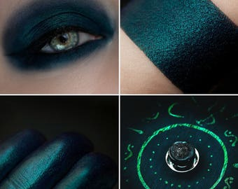 Eyeshadow: Wise Woman - Undead. Til dark satin eyeshadow by SIGIL inspired.