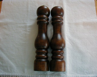 Vintage wooden pepper Mill and Salt Shaker 10 inches tall and in very good condition.  WEDDING GIFT 10 inches tall
