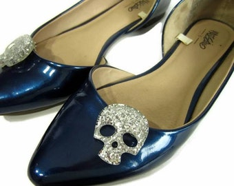 Silver Skull Shoe Clips, Silver Glitter Skulls, Sugar Skull Shoe Buttons, Rockabilly Shoe Clips, Gothic Shoe Clips, Punk Shoe Accessory