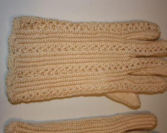 Vintage Wedding Gloves - Crocheted, Ivory, Excellent condition