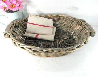 Wicker basket, woven basket, bread basket, fruit basket, French vintage basket, French country decor, farmhouse kitchen, boho home decor.