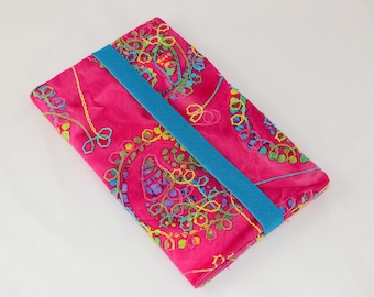 Travel case pink batik