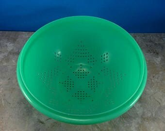 Vintage Tupperware Mint Green Strainer or Colander Star Design - Plastic