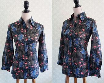 70s floral blouse. 70s light vintage blouse. Wing collar. Black floral blouse.