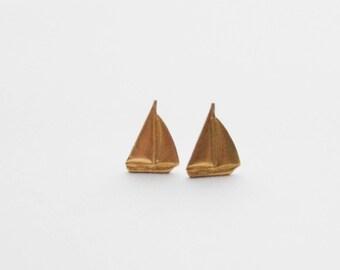 Beach Lover Gifts, Vintage Sailboat Earrings, Sailboat Stud Earrings, Gold Earrings, Sailboat Jewelry, Nautical Studs, Sailing Earrings