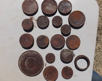 18 Awesome Rusty Can Lids-craft project, mixed media, folk art, altered art
