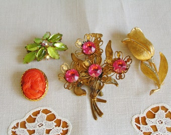 4 Vintage Retro DESTASH Gold Tone Rhinstone Brooches Pins One Signed Capri Vintage Lot Costume Jewelry