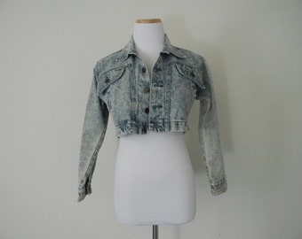 FREE usa SHIPPING Vintage 1980s women's acid wash denim cropped jacket, spring jacket, hipster, retro, metallic buttons size M