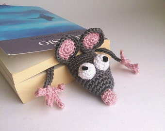 Squished amigurumi rat bookmark crocheted, fits perfectly in pocket-edition books