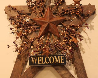 Large Tobacco Lath Country Star with Pip Berries, Rusty Stars and Welcome Sign