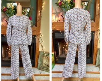 Vintage Leisure Pant Suit Flower Power Novelty Brady Bunch Wide Leg Knit Pants Set S M