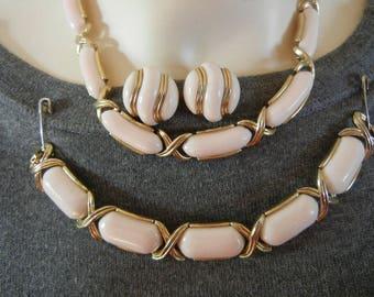Trifari parure, Trifari pink thermoset, Trifari lucite necklace set, Trifari set, vintage pink thermoset necklace, Trifari thermoset
