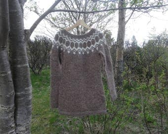 Ready to ship. M-Brown with white pattern. Icelandic wool sweater