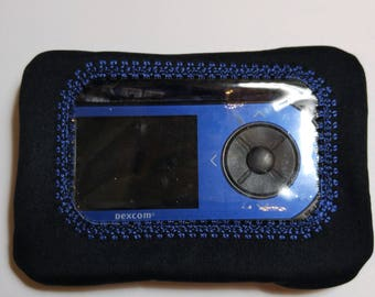 Insulin pump pouch with clear window / Do you need a Extra pouch ?